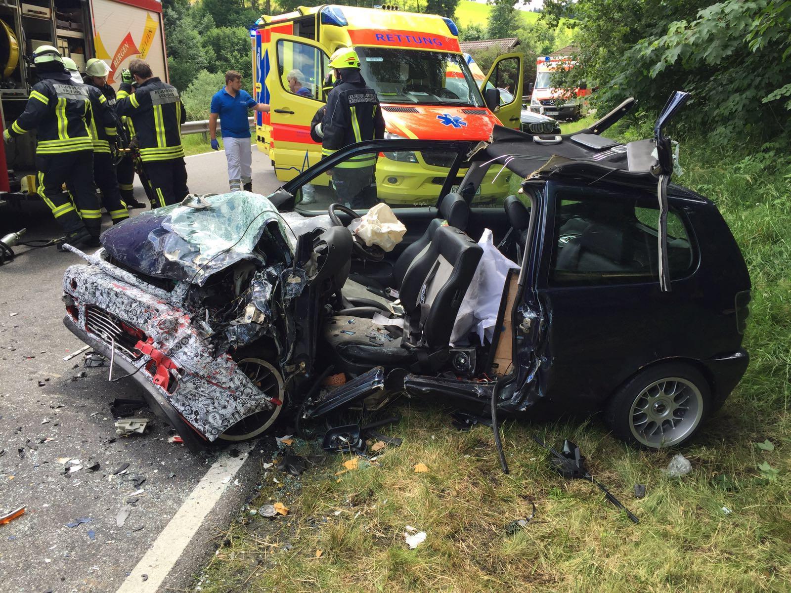 Verkehrsunfall mit eingeklemmter Person Reschmühle - Feuerwehr Freyung